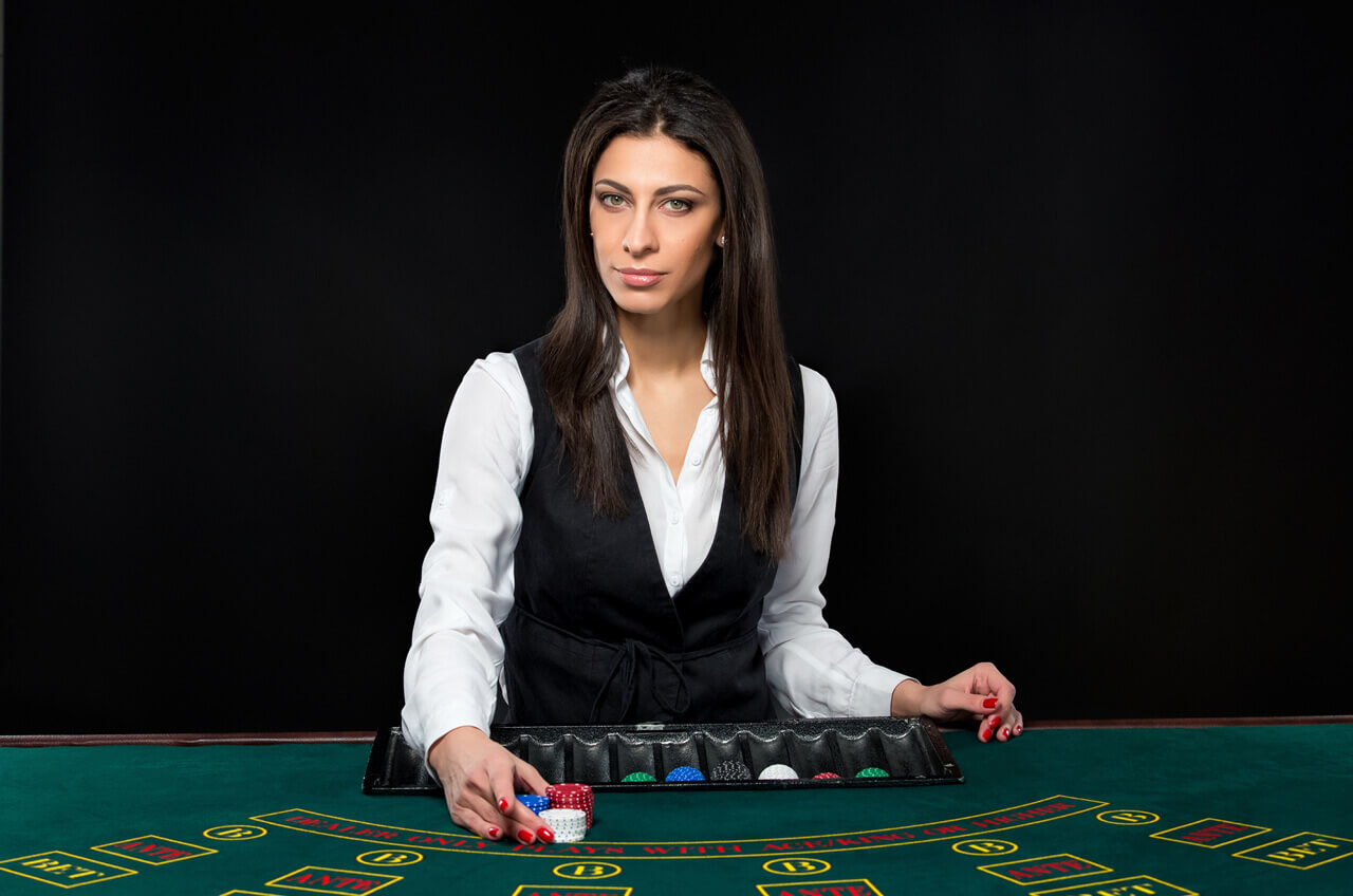 Exploring The Popular Types Of Live Dealer Games at Online Casinos